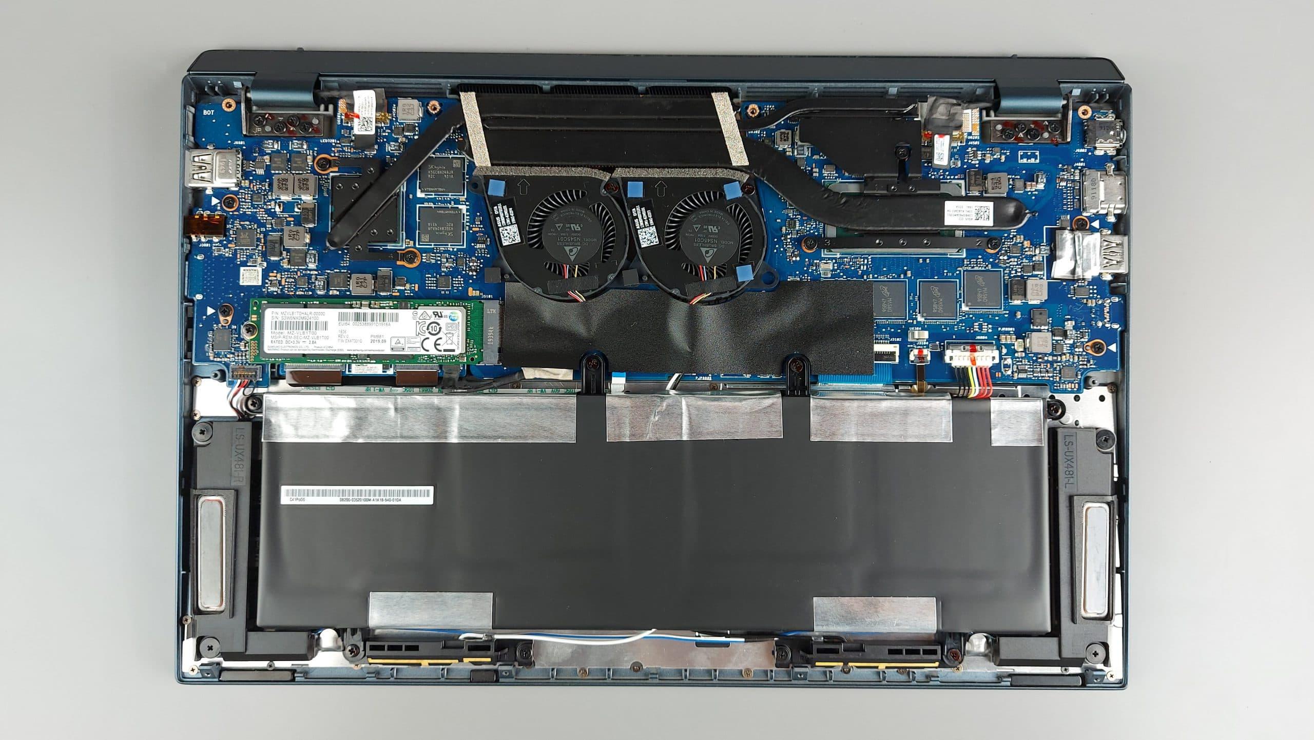 ZenBook Duo 14 UX482 là chiếc máy hai màn hình giúp quá trình làm việc đa nhiệm trở nên nhanh và tiện lợi hơn bao giờ hết.