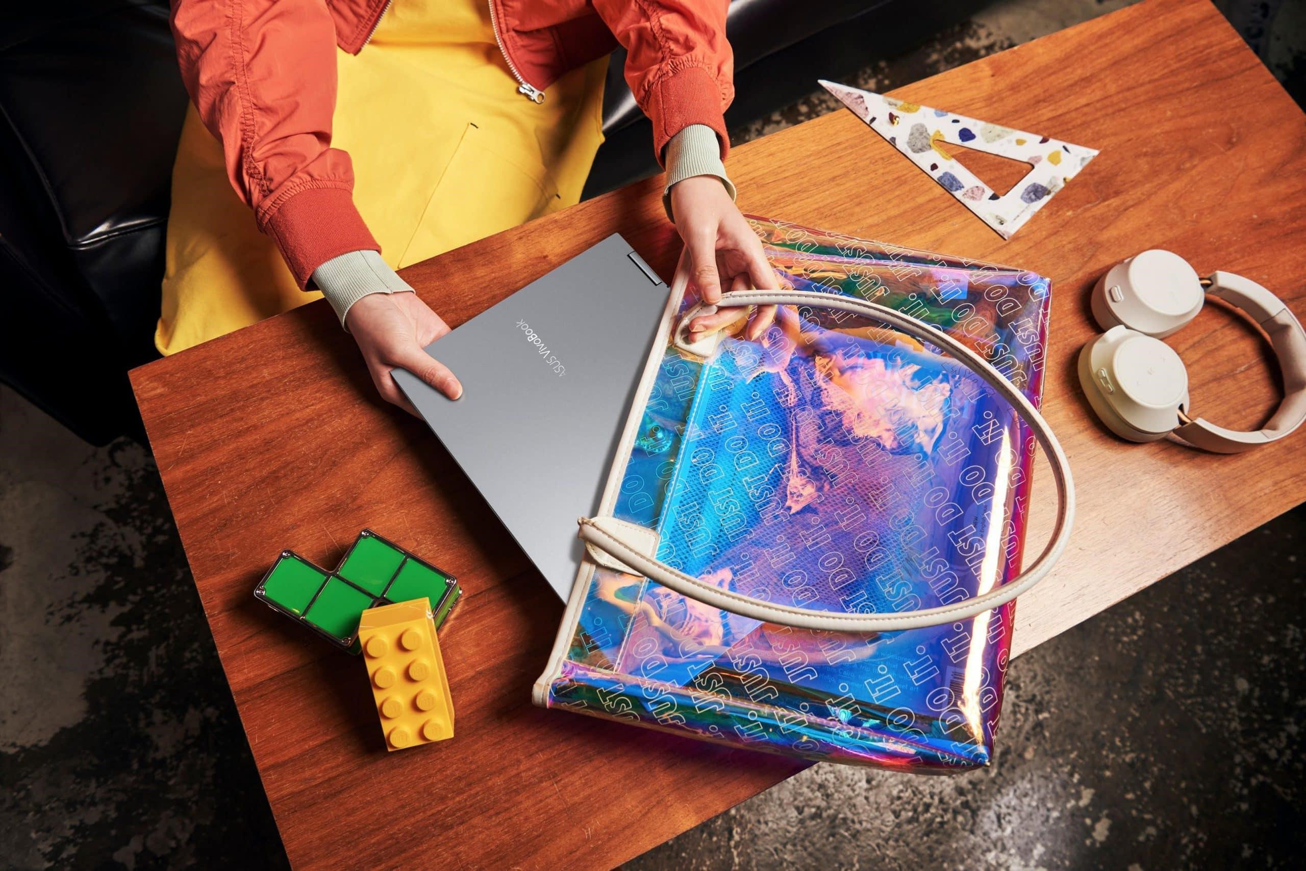 """VivoBook Flip 14 TP470, laptop 14"""" với màn hình cảm ứng xoay gập 360, Sản phẩm sẽ có mức giá từ 15,490,000 đồng"""