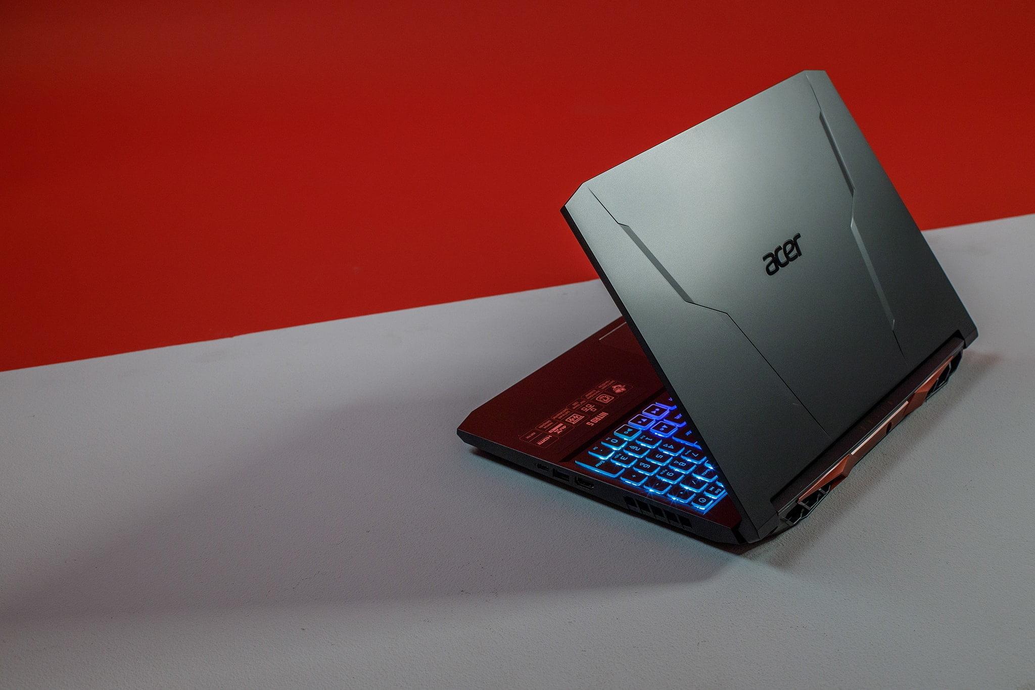 Acer Nitro 5 là laptop trang bị vi xử lý Intel Core i thế hệ 11 đầu tiên lên kệ tại Việt Nam, giá từ 23,49 triệu đồng